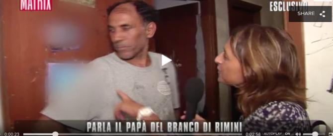"""Stupro di Rimini, parla il padre di due delle belve: """"Tra 2 anni fuori a rifarsi una vita"""" (Video)"""