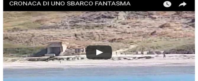 Le inquietanti immagini di uno sbarco fantasma: il tuffo, poi la fuga sulla terraferma (VIDEO)