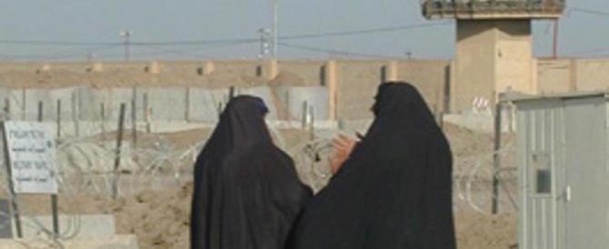 Corano e fucili: sempre più numerose le donne dell'Isis al fronte. Ecco perché