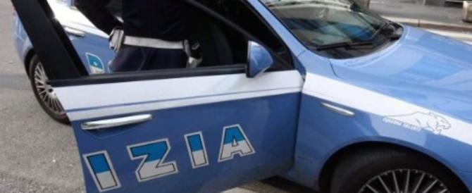 Profugo prende a calci e pugni i poliziotti. Ma resterà in Italia