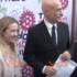 Minniti ad Atreju firma autografi, poi difende la legge Fiano ed è fischiato (video)