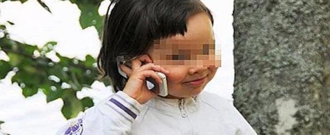 """Bambini """"drogati"""" di smartphone: ecco quando preoccuparsi e perché"""