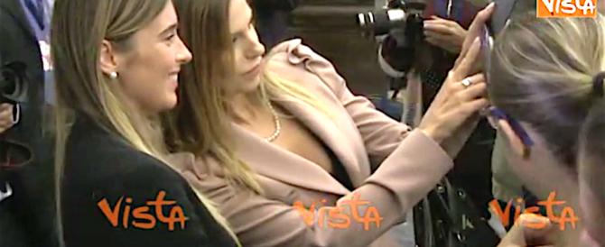 Boschi ormai è il ministro dei Selfie: autografi e pose da diva ovunque (video)