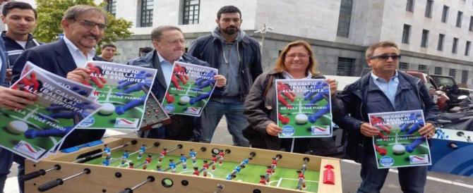 Milano, FdI contesta la legge Fiano con una partita a calciobalilla (fotogallery)