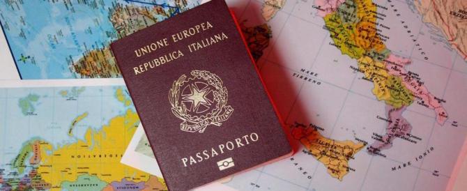 Patenti e permessi di soggiorno falsi: la Polizia di Frontiera ferma ...