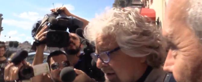 Grillo furioso con i giornalisti: «Vi mangerei tutti solo per il gusto di vomitarvi»