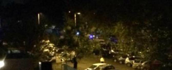 Guerriglia tra rom e residenti, furgone rosso scatena il panico a Guidonia