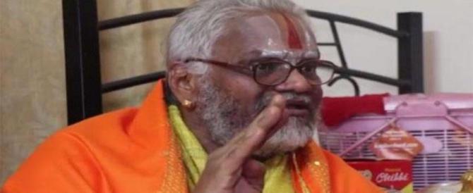 Mangiava solo frutta ma stuprava le vergini: arrestato un famoso guru indiano
