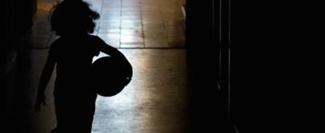 Immigrato si masturba davanti ai bambini a Roma. E scatena l'inferno