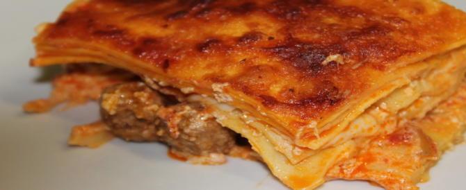 A tavola gli italiani sono tradizionalisti: il menù perfetto impone le lasagne della nonna