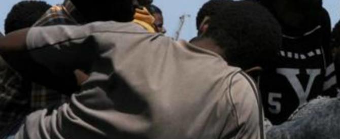 Migranti protestano a Lecco, tra loro c'è un assassino: «Accoglietemi o mi arrestano»