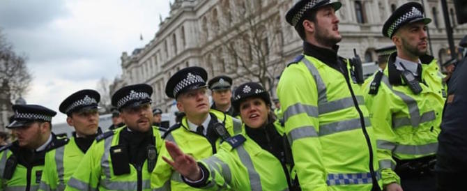 Londra, è fobia-bombe: nuovo allarme nel centro cittadino per un pacco