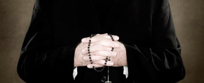 «Ho violentato quel ragazzino»: il prete confessa ma il giudice…