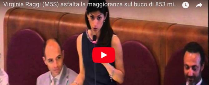 """Roma, i revisori: bilancio """"taroccato"""". E un video del 2015 imbarazza la Raggi"""