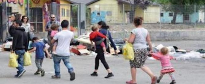 L'ultima vergogna della sinistra: premiati i rom che occupano le case