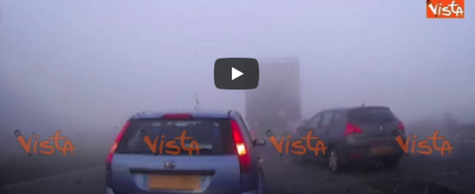Evita l'incidente per un soffio, le immagini riprese a bordo dell'auto (video)