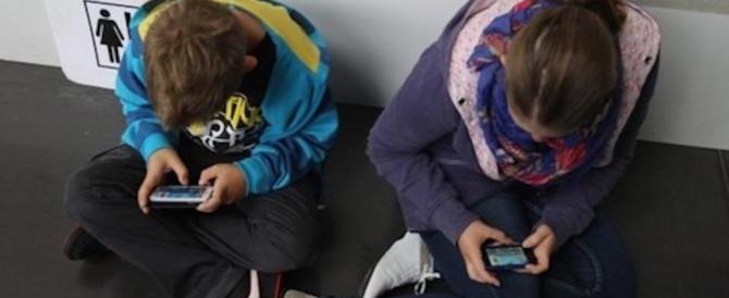 Smartphone e tablet: rischio miopia per i ragazzi. Le regole su come usarli