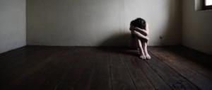 Orrore a Napoli: dodicenne stuprata dal branco, è incinta