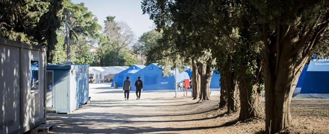 Migranti a Roma, chiude la contestata tendopoli di via Ramazzini