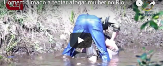 Un uomo filmato mentre tenta di affogare la moglie nel fiume (video)