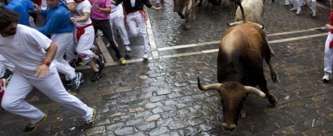Corsa dei tori: un uomo inseguito e incornato muore per le ferite (video)