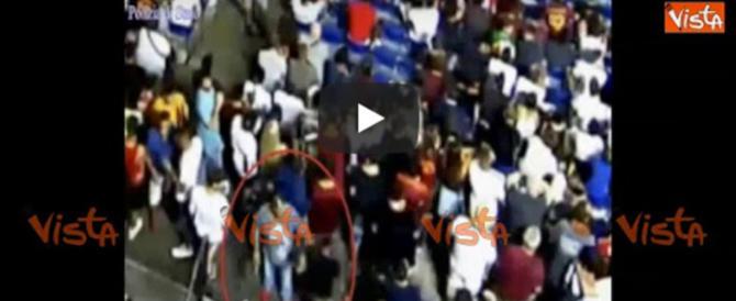 Ultras della Roma fanno il tiro al bersaglio con i rivali: un video li inchioda