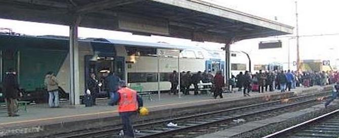 Inferno a Roma, 3 immigrati scatenano la rissa in metro. Calci, pugni: travolta una donna