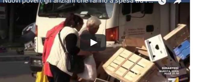 Gli anziani fanno la spesa tra i rifiuti ma il governo pensa allo Ius soli (video)