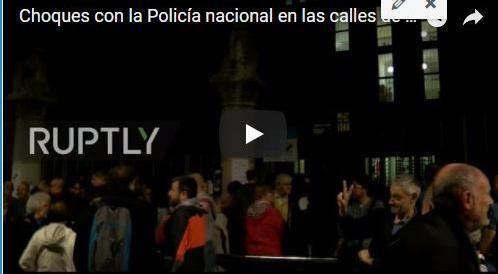 Barcellona al voto, è caos: la Guardia Civil sfonda l'ingresso di una scuola (Video in diretta)