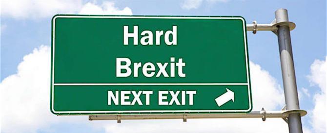 Brexit, l'Ue vara le linee guida e mette Londra all'angolo: «Niente benefici»