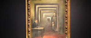 Tenta di squarciare il quadro di Hitler. Sgarbi: « È colpa della legge Fiano»