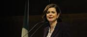 Boldrini, patetico appello a Asia Argento: resta, abbiamo bisogno di te