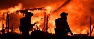 La California brucia: sale a 31 morti e 450 dispersi il bilancio degli incendi (VIDEO)