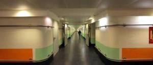 Roma, finto medico porta una donna nei sotterranei dell'Umberto I per violentarla