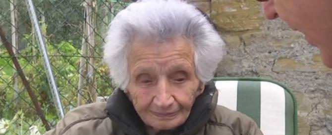 """Vergogna social, insulti a nonna Peppina: """"Ti auguro di morire, vecchia di m…"""""""