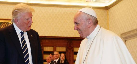 Donald Trump sorpassa il Papa su Twitter: ora è lui il leader più seguito