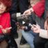 La ministra Fedeli, contestata dagli studenti, si siede a terra spazientita… (video)