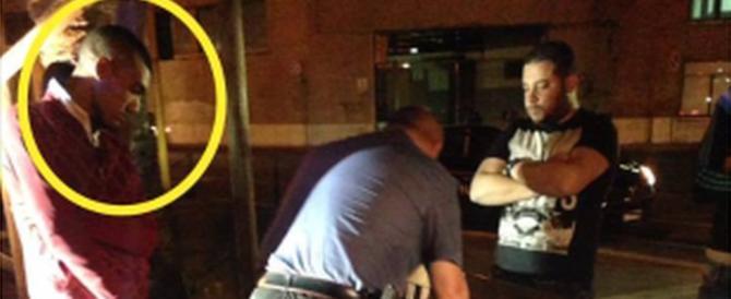 Immigrato scaraventa a terra una donna e le ruba il cellulare: è già libero