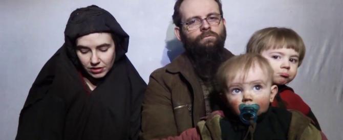 Per 5 anni in mano ai talebani: famiglia americana torna libera. È mistero sul rilascio