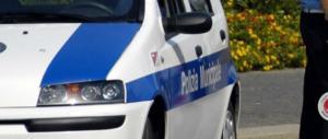 Autovelox, oltre al danno a beffa: dagli agenti lo sfottò col dito medio alzato