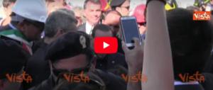 «Ci fidiamo di te»: i terremotati di Ischia chiedono aiuto a Berlusconi (video)