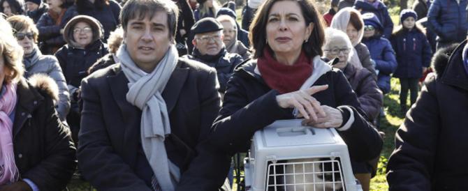 La Boldrini predica accoglienza anche tra animali: «Il mio gatto ama solo quelli neri»