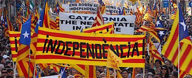 La Catalogna dichiara l'indipendenza. Ora si attende la reazione di Madrid
