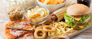 Il junk food rovina i nostri giovani. La disattenzione delle famiglie