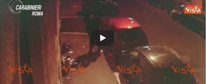 Le immagini dei romeni che rapinavano i turisti a Roma Termini (video)
