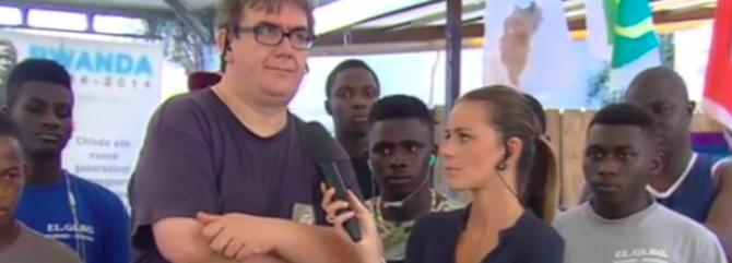 """Il prete che portava i migranti in piscina apre la """"pizzeria del rifugiato"""""""