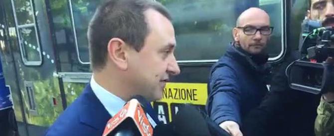 """Fuoco e fiamme Pd-5Stelle. Minacce di morte a Rosato: """"Ti bruceremo vivo"""""""