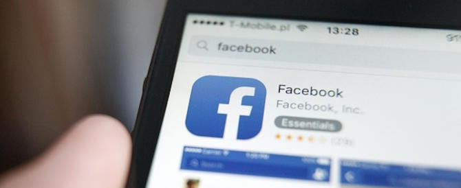 Il dolore di una mamma: «Mia figlia è morta un anno fa e Facebook… »