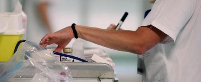 «Non sa fare neppure il prelievo del sangue»: scoperta la falsa infermiera