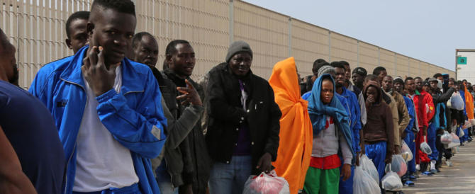Dossier della Corte dei Conti: ogni migrante costa fino a 167 euro al giorno